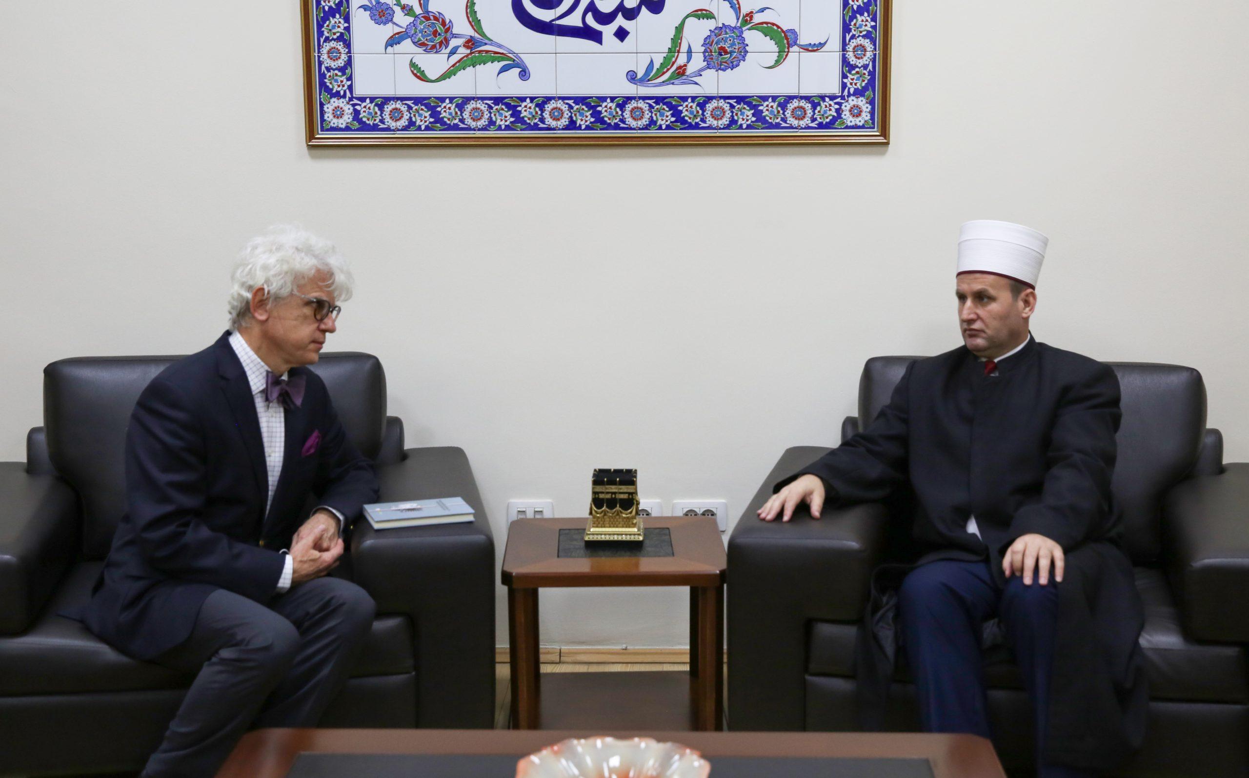 Ambasadori i Polonisë viziton KMSH-në