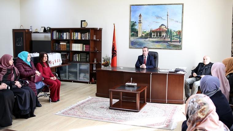 Kryetari i KMSH-së, pret në një takim pune përfaqësueset e zyrës së gruas