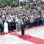 Besimtarët myslimanë rikthehen në shesh për faljen e Fitër Bajramit, pas një shkëputje prej pandemisë COVID-19