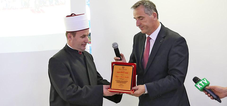 """Kryetari i Komunitetit Mysliman të Shqipërisë nderohet me Titullin, """"Nderi i Qarku Kukës"""""""