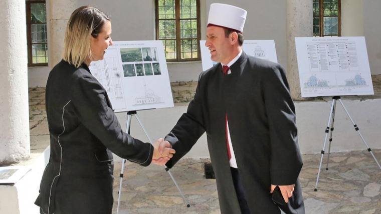 Kryetari i KMSH dhe Ministrja e Kulturës në prezantimin e projektit të restaurimit të Xhamisë së Plumbit